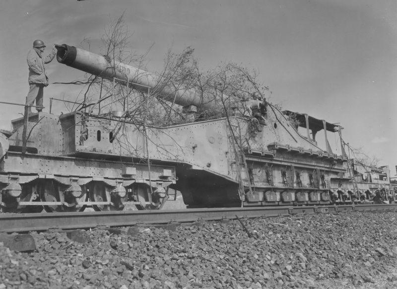american troops on the captured german 270 mm railway gun big bertha german howitzer instrument. Black Bedroom Furniture Sets. Home Design Ideas
