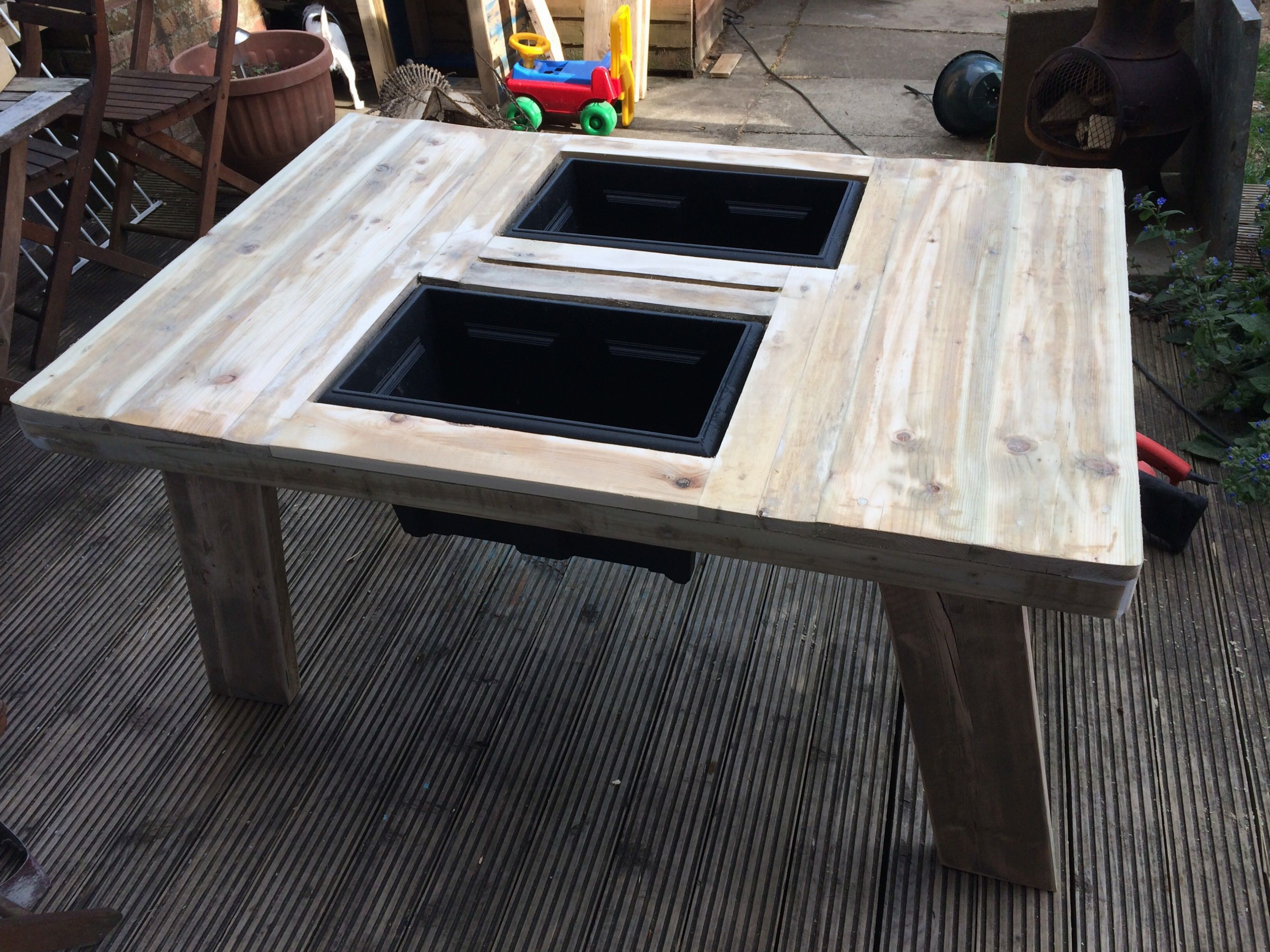 Beer/Wine Cooler Table Made Out Of Pallet #Garden, #PalletTable, #RecycledPallet