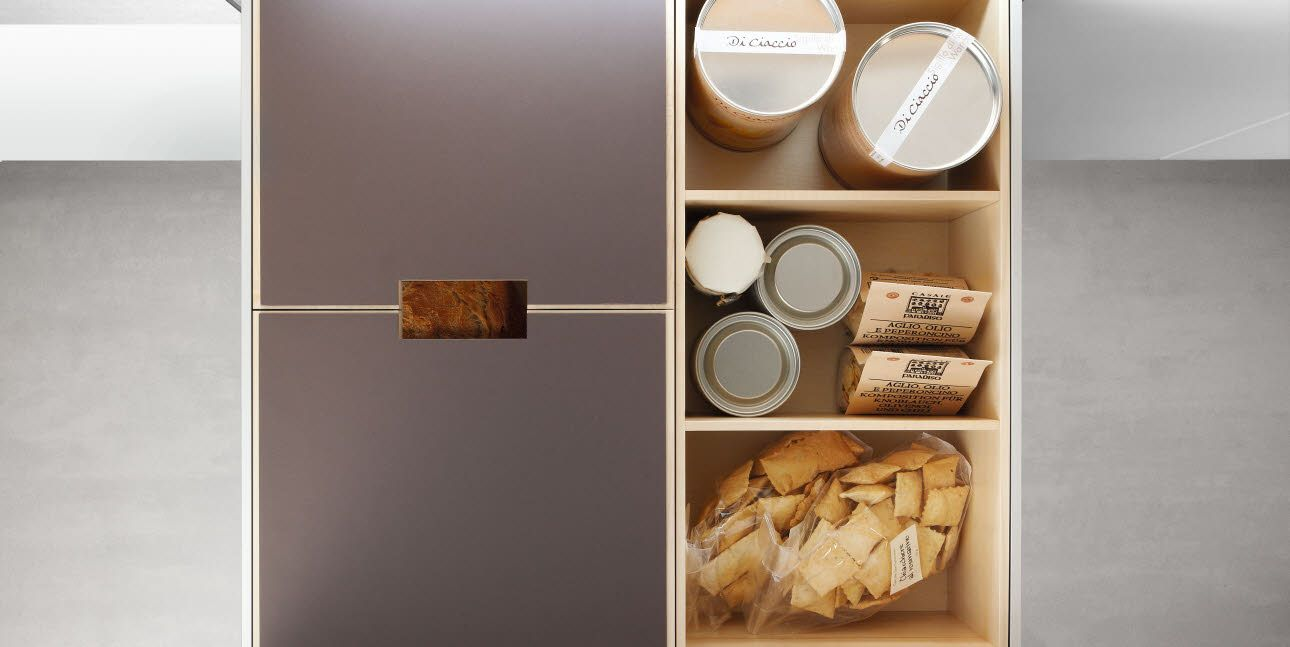 Poggenpohl Accessories - Drawer with bread box - maple