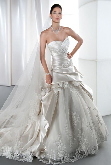 83a50b4ec4 Brides: Demetrios - Sposabella. Satin, strapless, A-line with a sweetheart