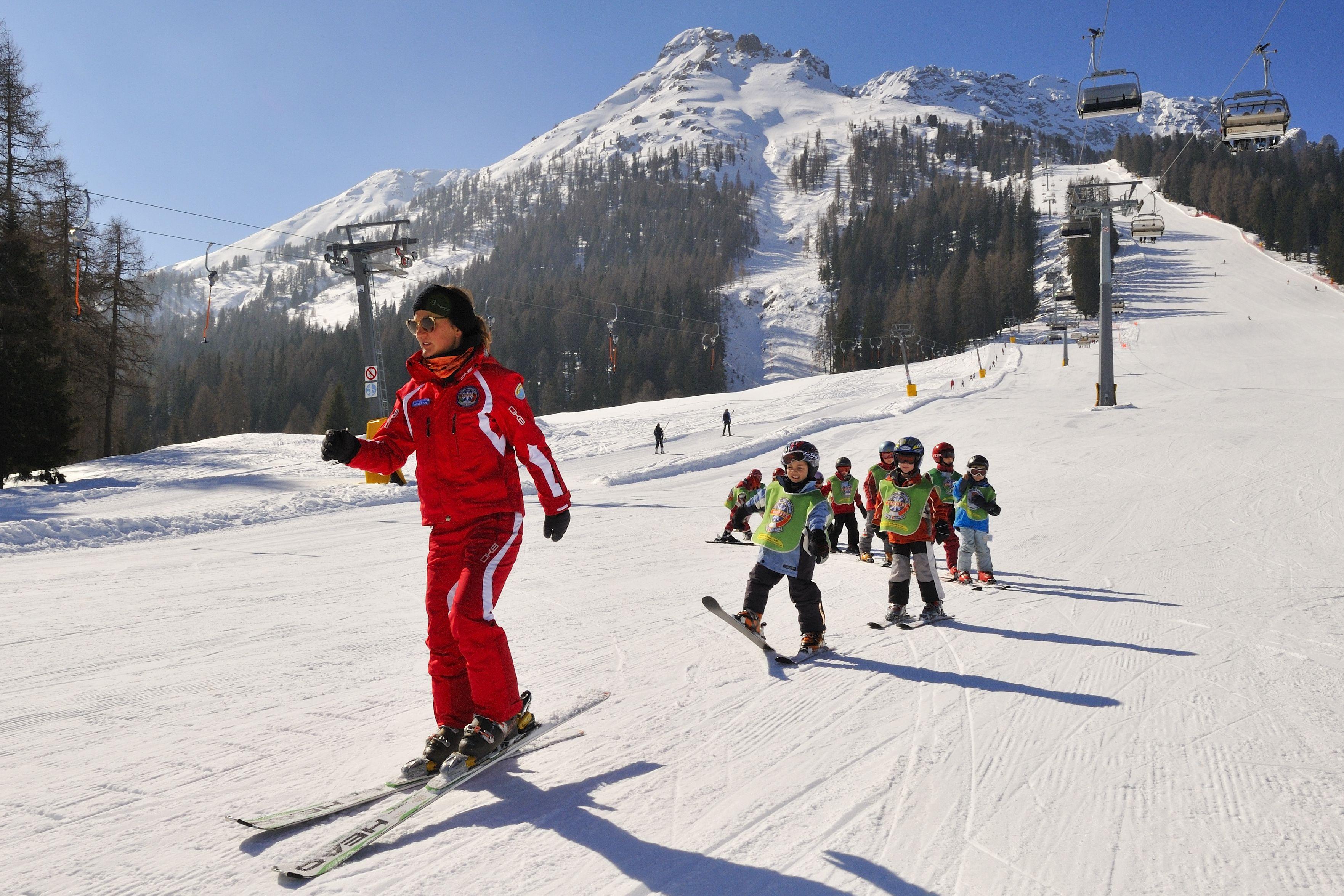 Das Bambini ~ Kinderskikurse mit der skischule carezza corso colletivo per