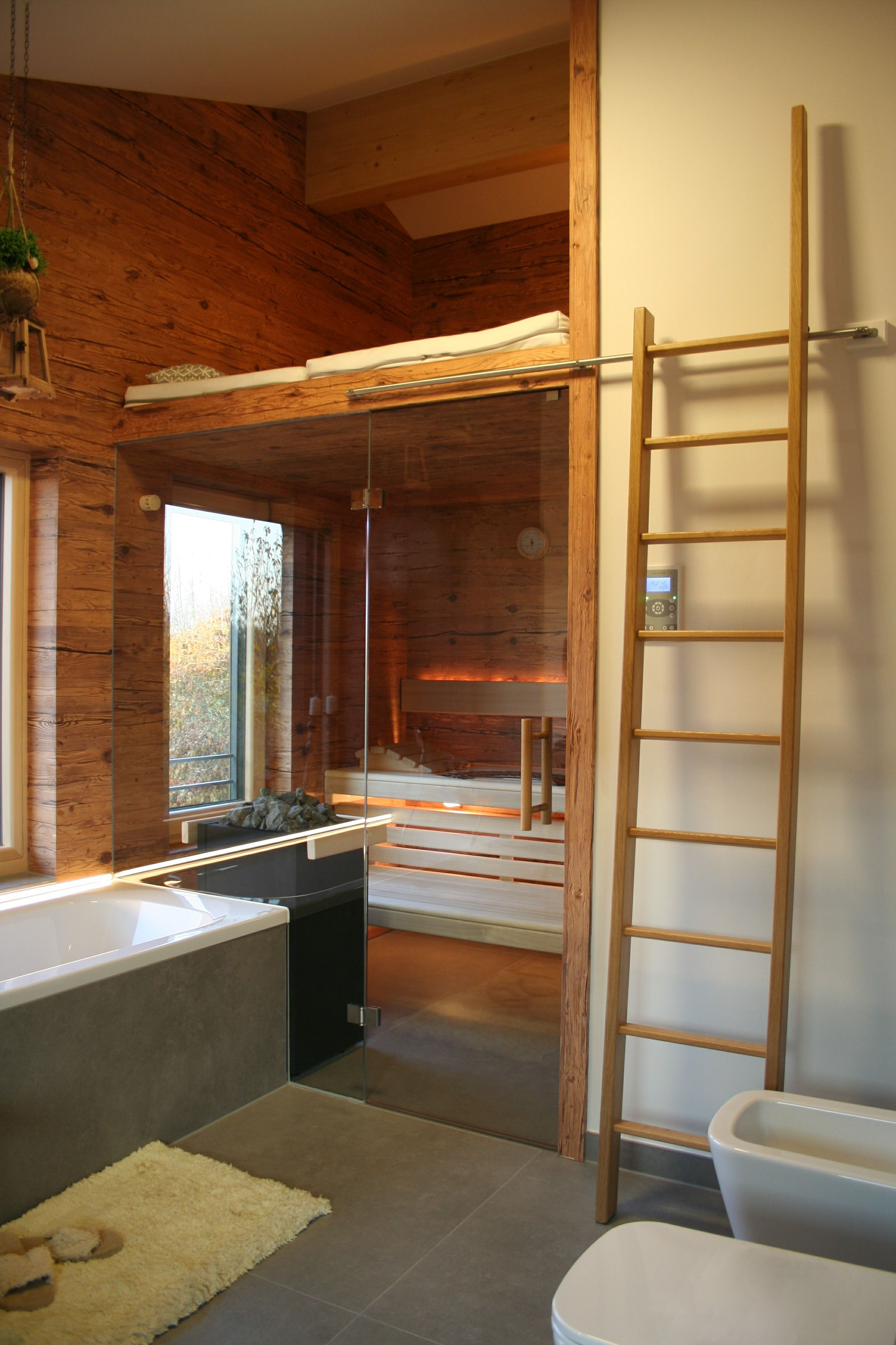 Badezimmer design draußen sauna mit altholz  badezimmer  pinterest  saunas small space