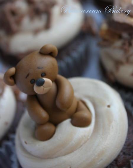 The Extraordinary Art of Cake : Yummy Chocolate Cupcakes