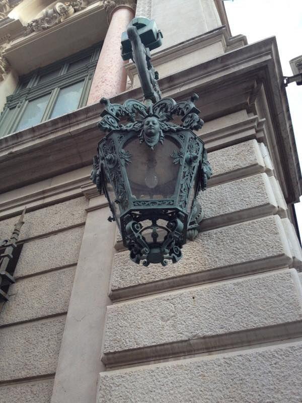 Les superbes lanternes du théâtre de Nice...