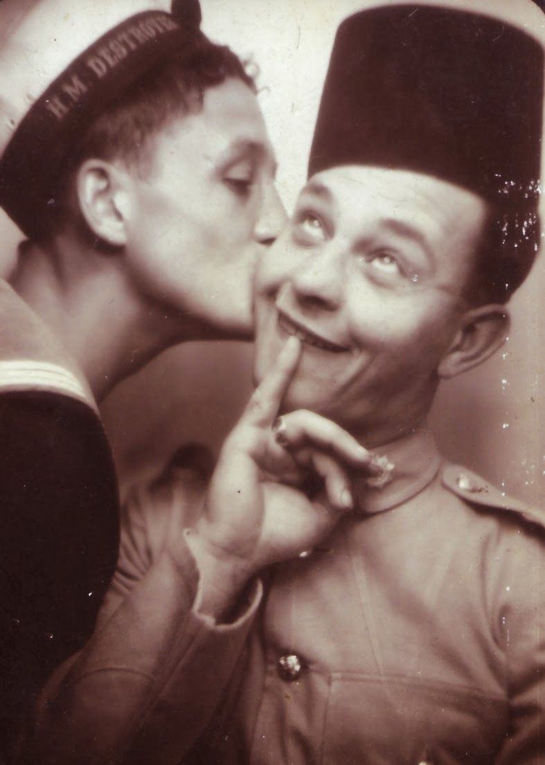 vintage everyday: Funny Photo-booth of WWII Soldiers