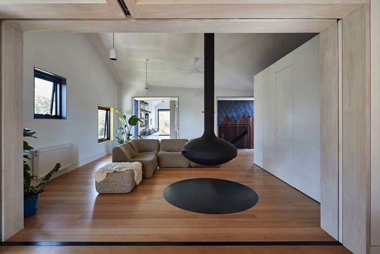 Schönes Wohnzimmer Mit Hängendem Kamin