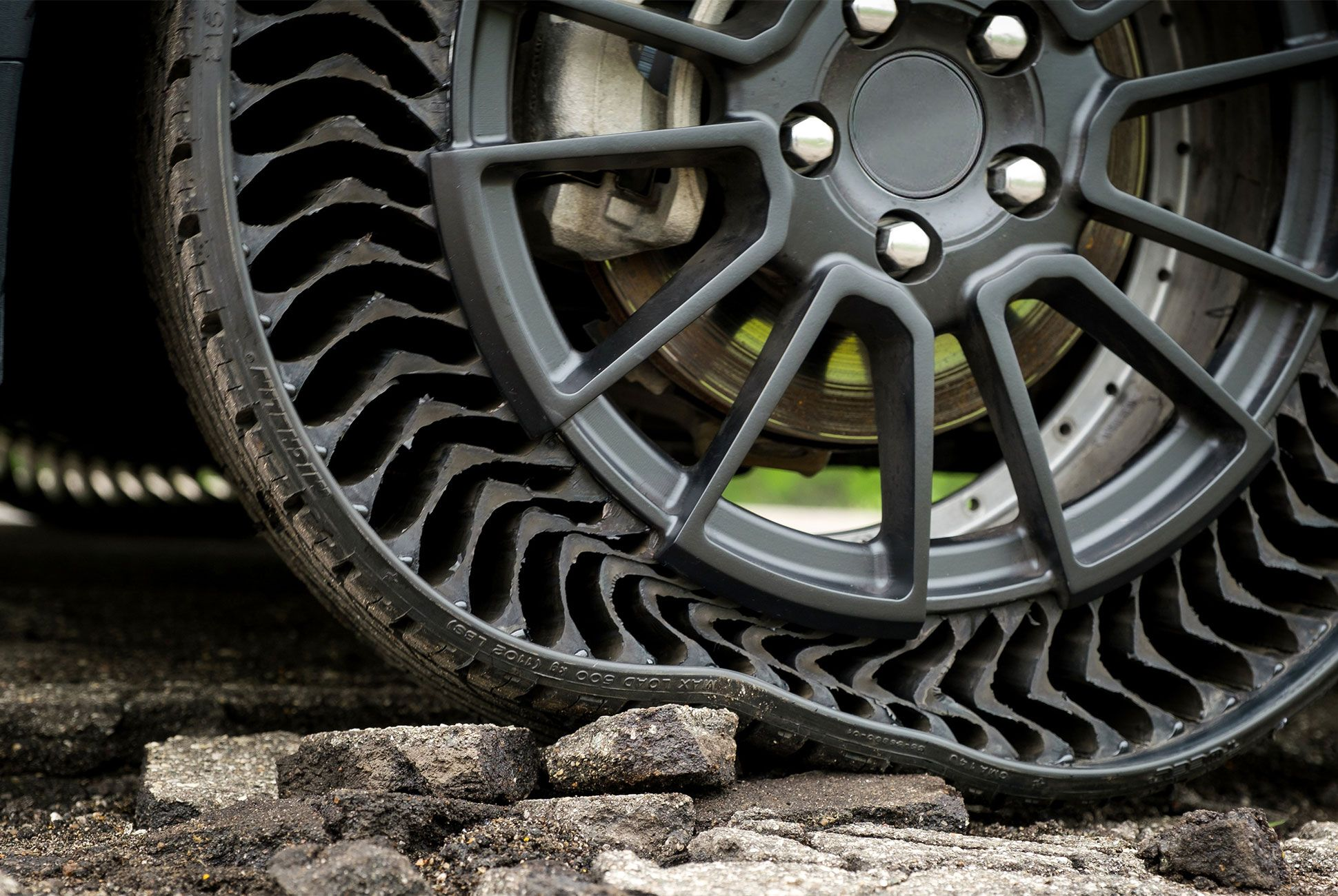 Here's What Tires Will Look Like in the Future Car, Flat
