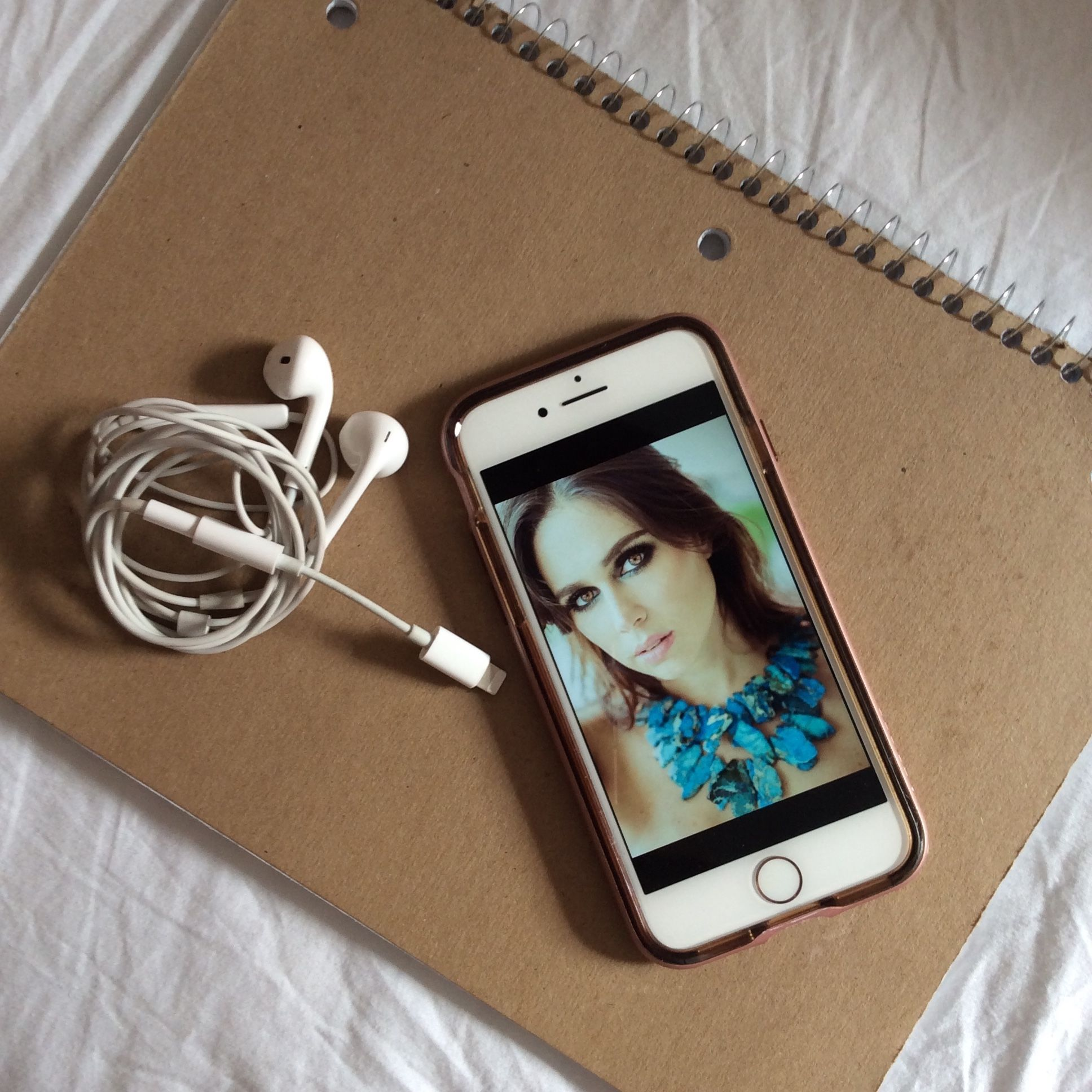 Pin by FiorellaSolines on My story | Phone, Mp3 player