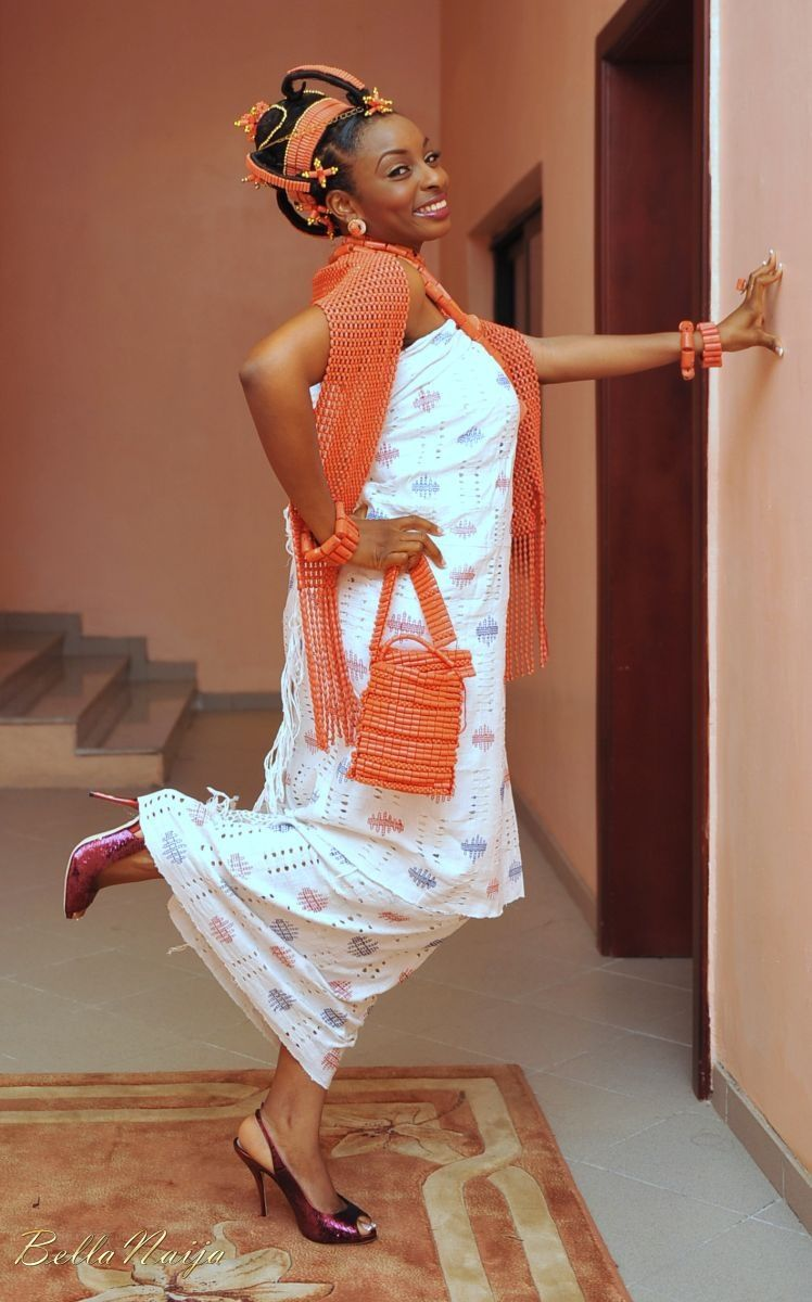 Traditional bride in her stride africa wedding style