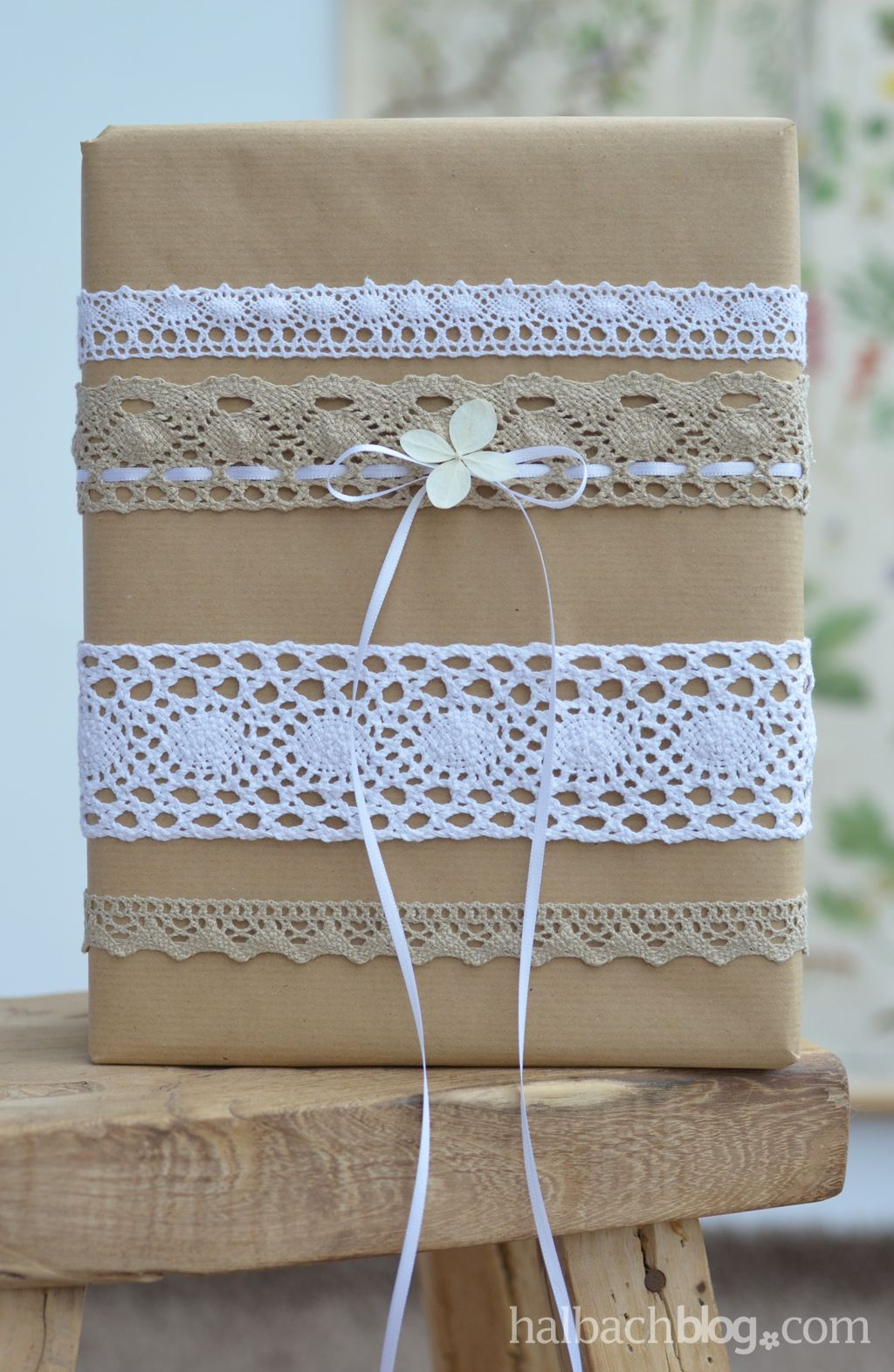 geschenke verpacken mit spitze und packpapier gift wrapping lace craftpaper ribbon. Black Bedroom Furniture Sets. Home Design Ideas
