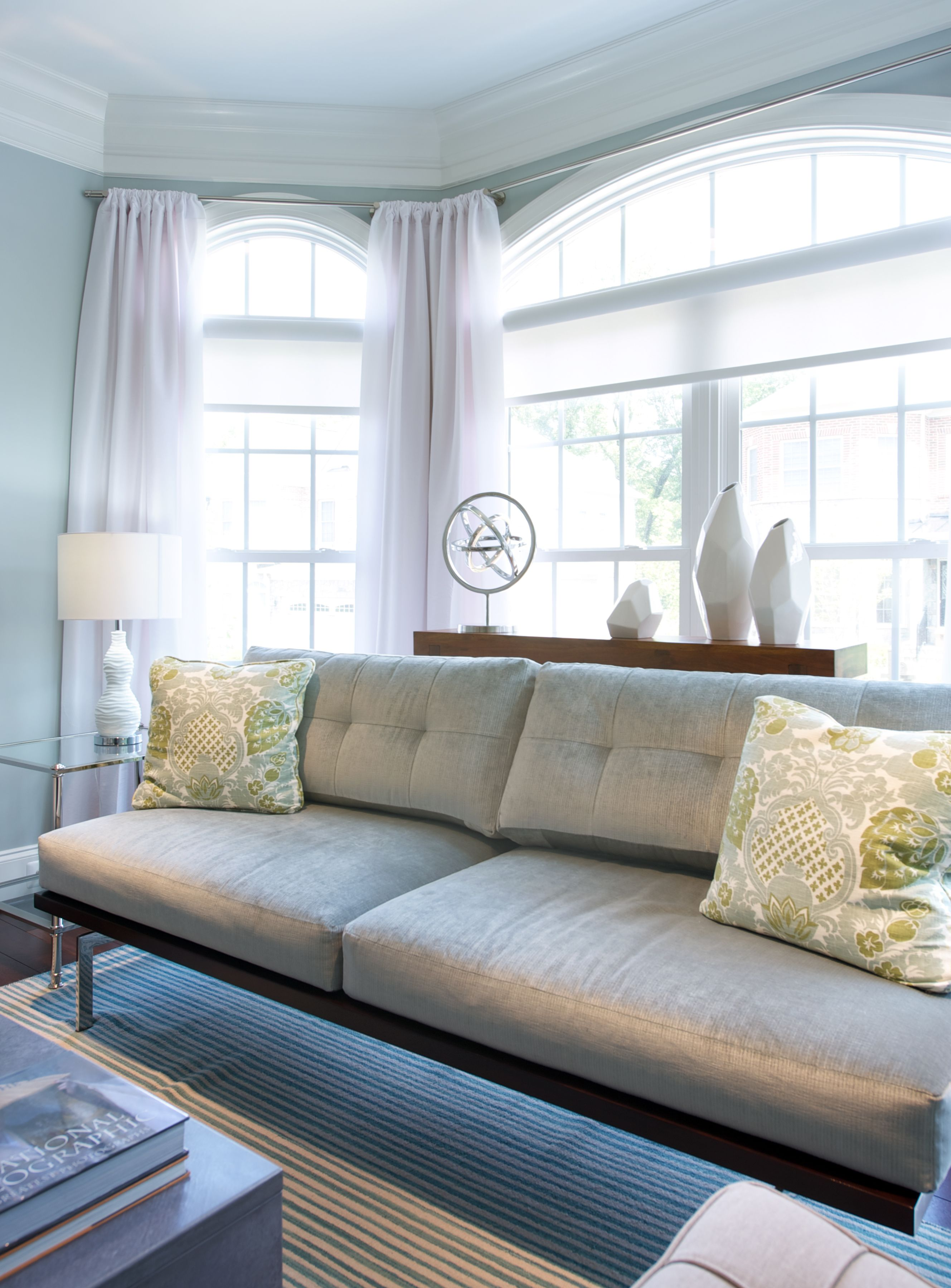 Vanguard Living Room Furniture: Vanguard Furniture Sofa In Modern Living Room Design By