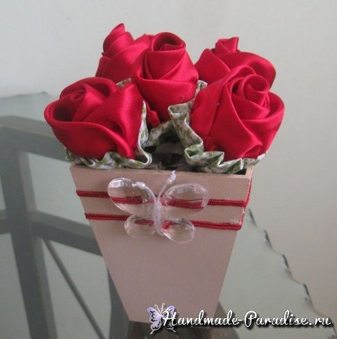diy rosen aus butterbrotpapier tischkranz trkranz wandkranz. Black Bedroom Furniture Sets. Home Design Ideas
