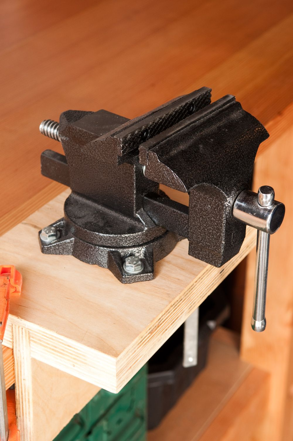 Terrific How To Install And Mount A Vise Without Drilling Holes In Ibusinesslaw Wood Chair Design Ideas Ibusinesslaworg