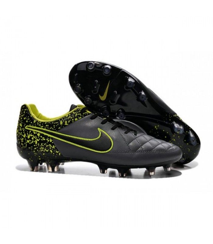 chaussures football nike pas cher
