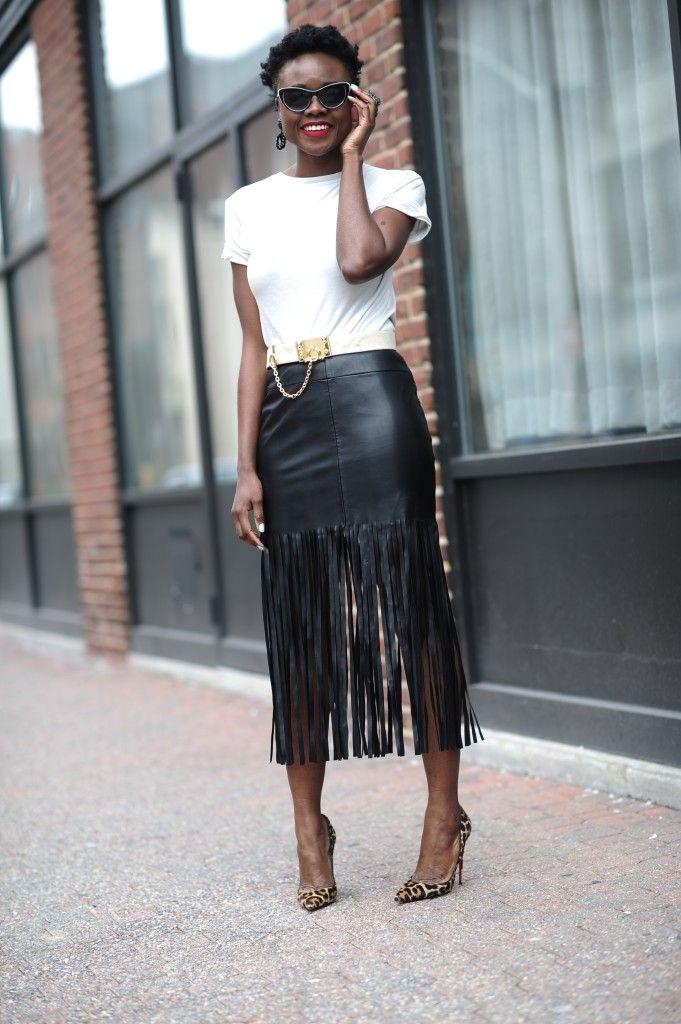 Cómo combinar una falda de cuero negra con flecos en tu look de otoño… e8a52a005538