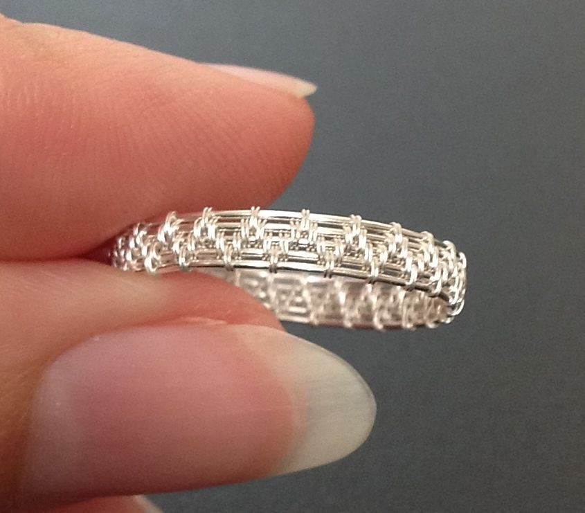Crazy Simple Ring   JewelryLessons.com   WIRE   Pinterest   Muster ...