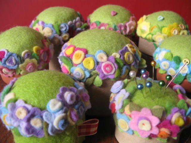 a flower garden of pin cushions | Flickr: Intercambio de fotos