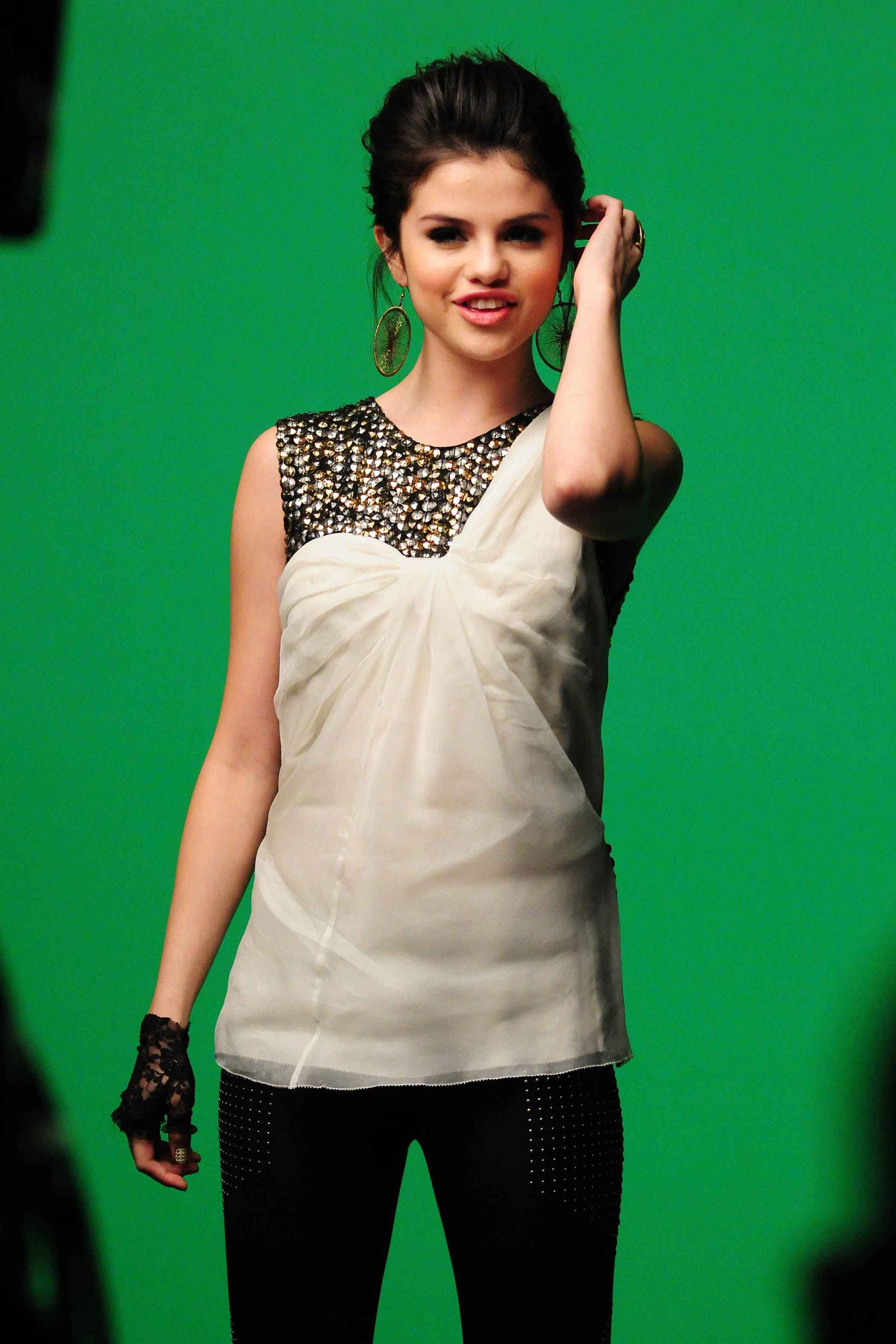 Selena Gomez (Naturally Music Video) | Fashion | Pinterest | Selena ...