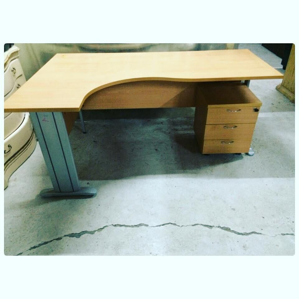 For Sale L Wood Office Desk With Drawer Good Condation Price 20 Bd للبيع مكتب خشب على شكل L بحالة جيدة السعر 20 Bd Tel 3377005 Desk Decor Home Decor