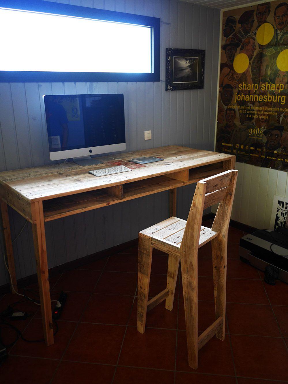 bureau et chaise haute en palette Ateliers Les Rencontres