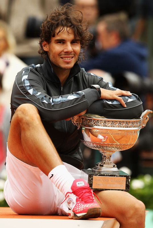 super popular 19643 5b742 Rafael Nadal Photos - Rafael Nadal of Spain celebrates victory with the  Coupe des Mousquetaires trophy in the men s singles final against Novak  Djokovic of ...