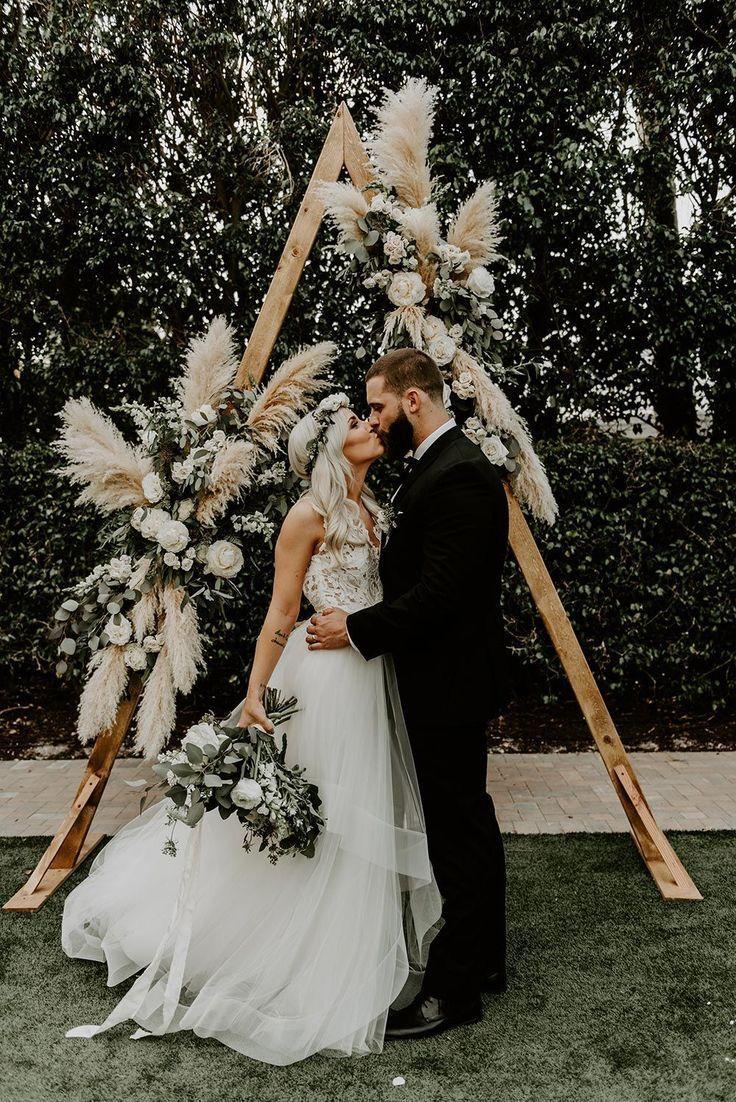 Mariage vert sauge bohème avec un fond géométrique d'herbe de pampa #bo …   – Hochzeit