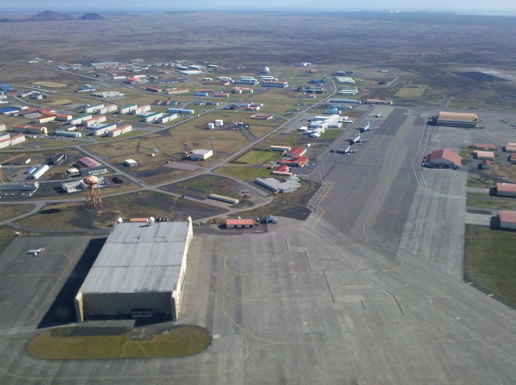 Keflavík International Airport No 1 Air Force Iceland And - Map Of Naval Aviation Basesin The Us