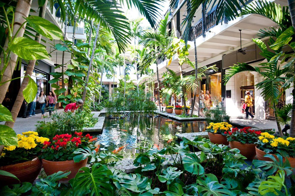 Bal Harbour Shops is a lushly landscaped oasis with gardens ...
