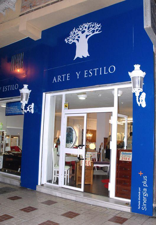 Dise o de la fachada de la tienda de arte y estilo for Disenos de tiendas de ropa modernas