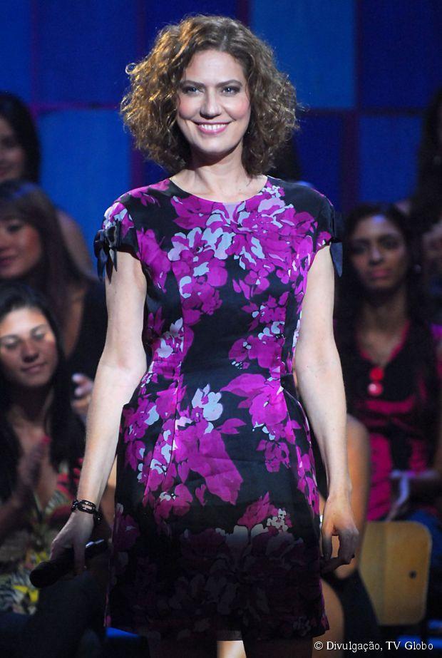 Patricia Pillar usa um modelo mais reto e indicado para mulheres de meia idade
