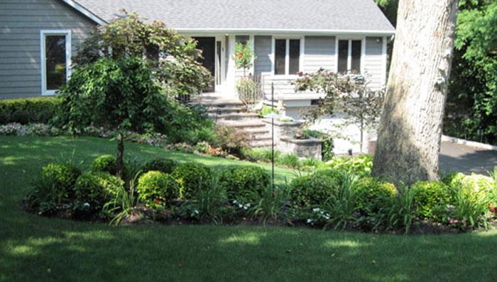Northeast Gardening Small Front Garden Landscape Fi Small Front Yard Garden Shade Landscaping Small Front Yard Landscaping Front Yard Garden