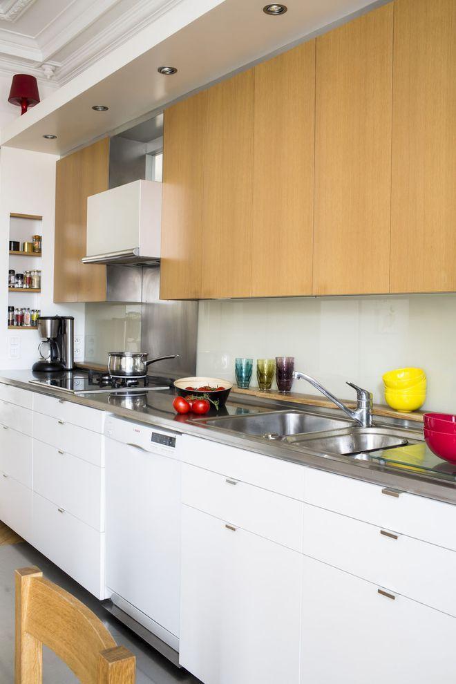 Blanc en bas, bois en haut pour cette cuisine Marsta vs Voxtorp vs - joint pour plan de travail cuisine