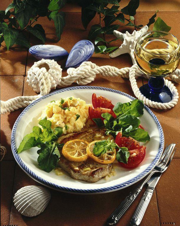 Unser beliebtes Rezept für Thunfischsteak mit Knoblauch-Kartoffelpüree und mehr als 55.000 weitere kostenlose Rezepte auf LECKER.de.