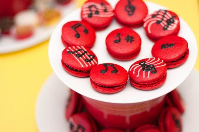 Macarons decorados con notas musicales. #MacaronsParaFiestas