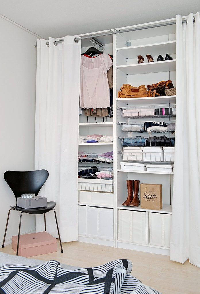 Living Room Closet Design Delectable Solo Necesitas Una Pared Y Unas Cortinas  Nordic Treats Design Ideas