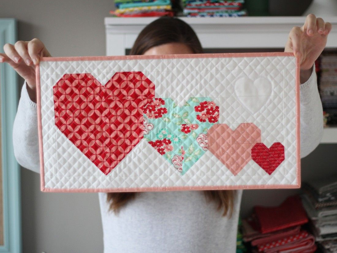 I heart you free mini quilt pattern quilting and sewing mini