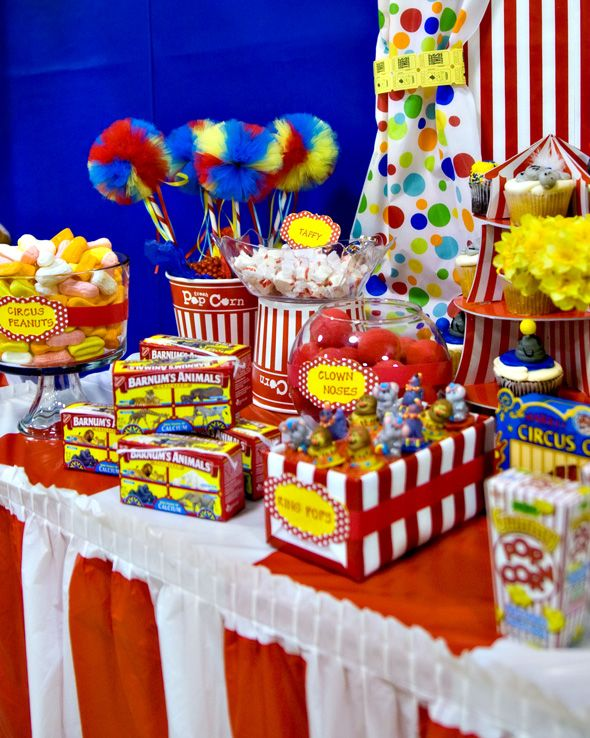 carnival theme table table settings centerpieces pinterest