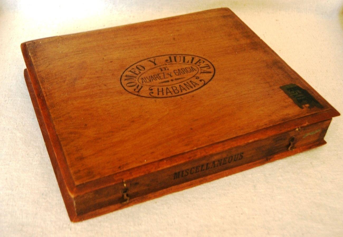 Vintage Cuban Cigar Box Cubans And Their Cigars Cuban Cigars