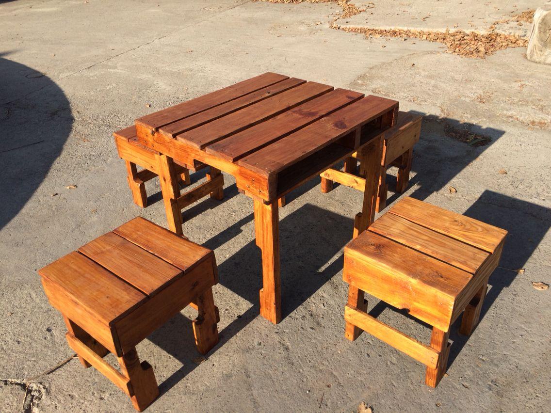 Mesa y bancas de pallet para restaurante palets pinterest for Mesa de pallet