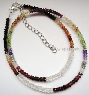 Elegantní náhrdelník z více broušených minerálů