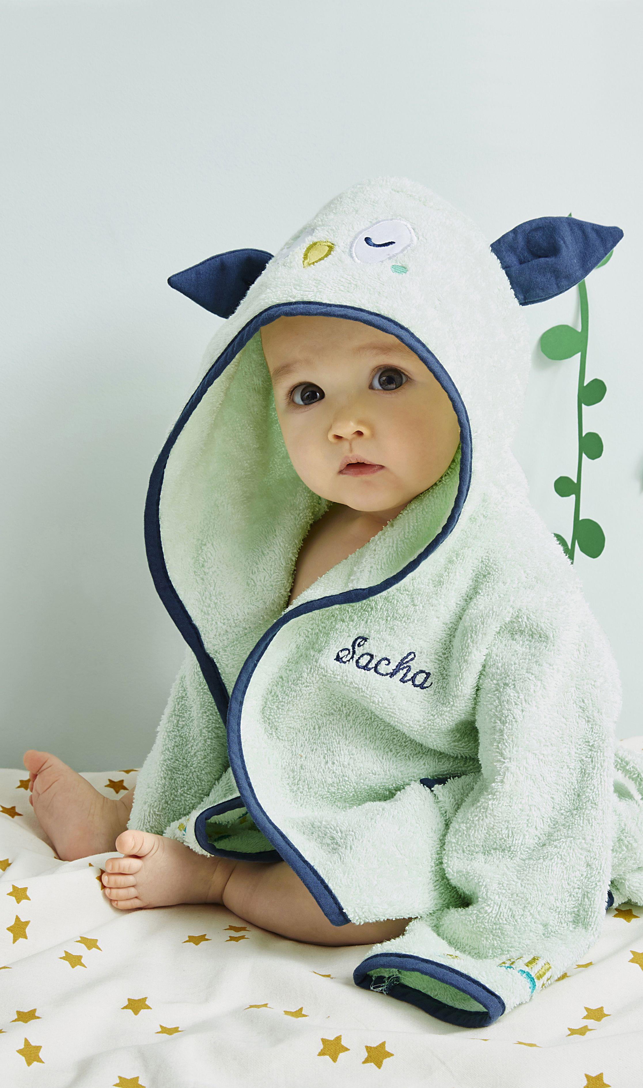 abaf86bfb0a2c Un #peignoir trop #mignon et si douillet pour envelopper #bébé de #douceur  à la sortie du bain ou de la #douche !
