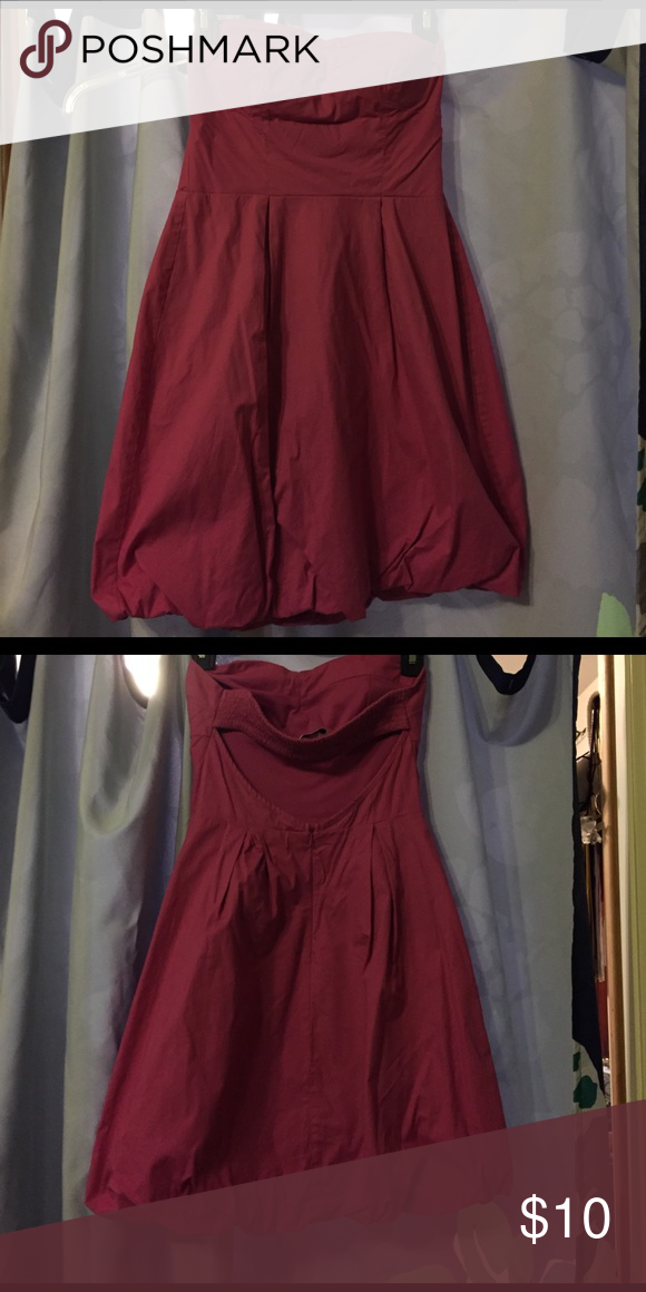 Magenta strapless dress Strapless Magenta dress with keyhole back. Zipper to close, we'll loved but in great condition! Sweetheart neckline with flared bottom. Size 3/4. Yank Dresses Strapless