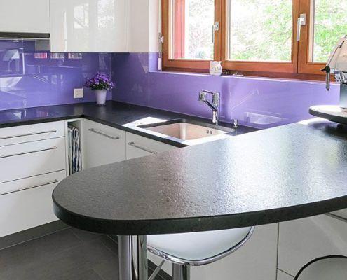 Glas wird nicht nur für Fenster oder Duschen verwendet, sondern ist auch in Küchen gut geeignet. Ob dies eine Küchenrückwand ist, oder Schutzgläser, alles finden Sie bei Fenlux. Erfahren Sie mehr unter: http://goo.gl/oRF2AN