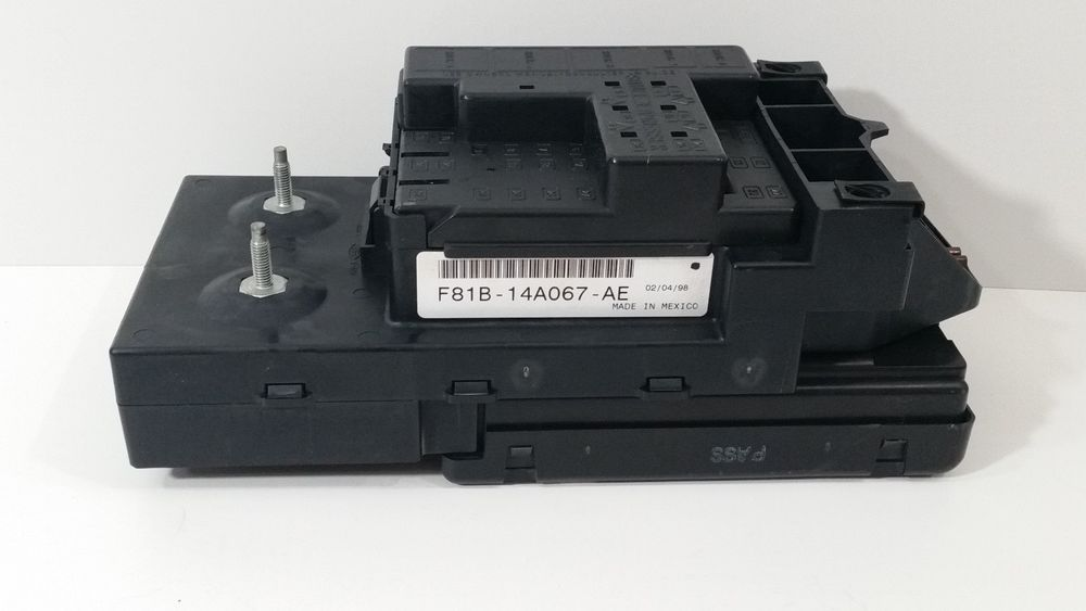 99 00 F250 Super Duty Fuse Relay Box F81b 14b205 Ae W Gem