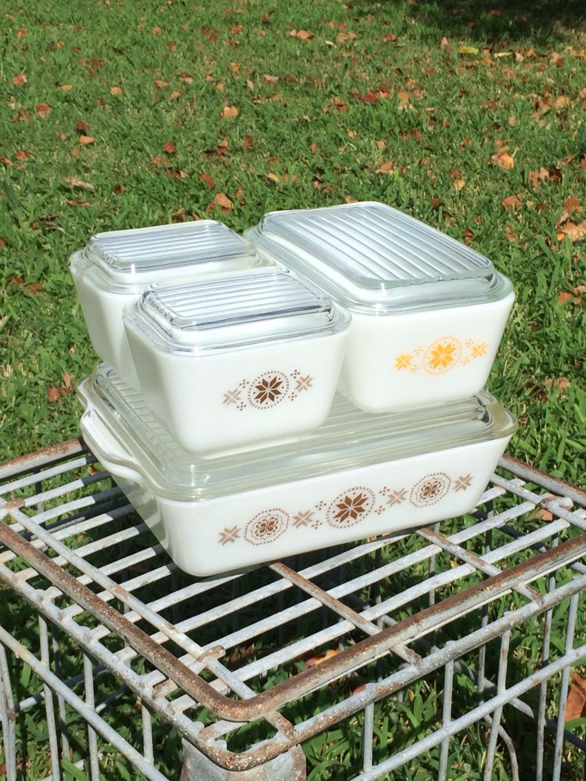 Pyrex Town & Country refrigerator dishes