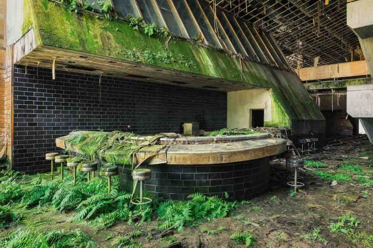 Photographer Travels Across Europe to Document the Beauty of Abandoned Buildings #abandonedplaces