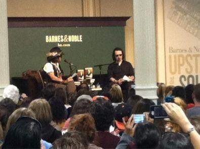 2012, Settembre 21 - Evento per il nuovo libro di Echols, Barnes & Noble, NY - A3WldDTCIAA4qqu large - Johnny Depp Photogallery