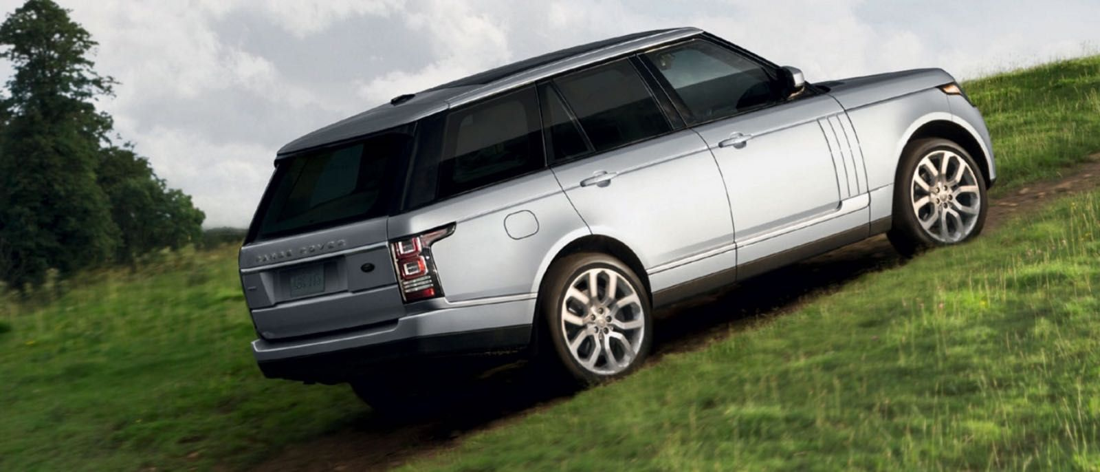 The 2016 Land Rover Range Rover and 2016 Volvo XC90 are