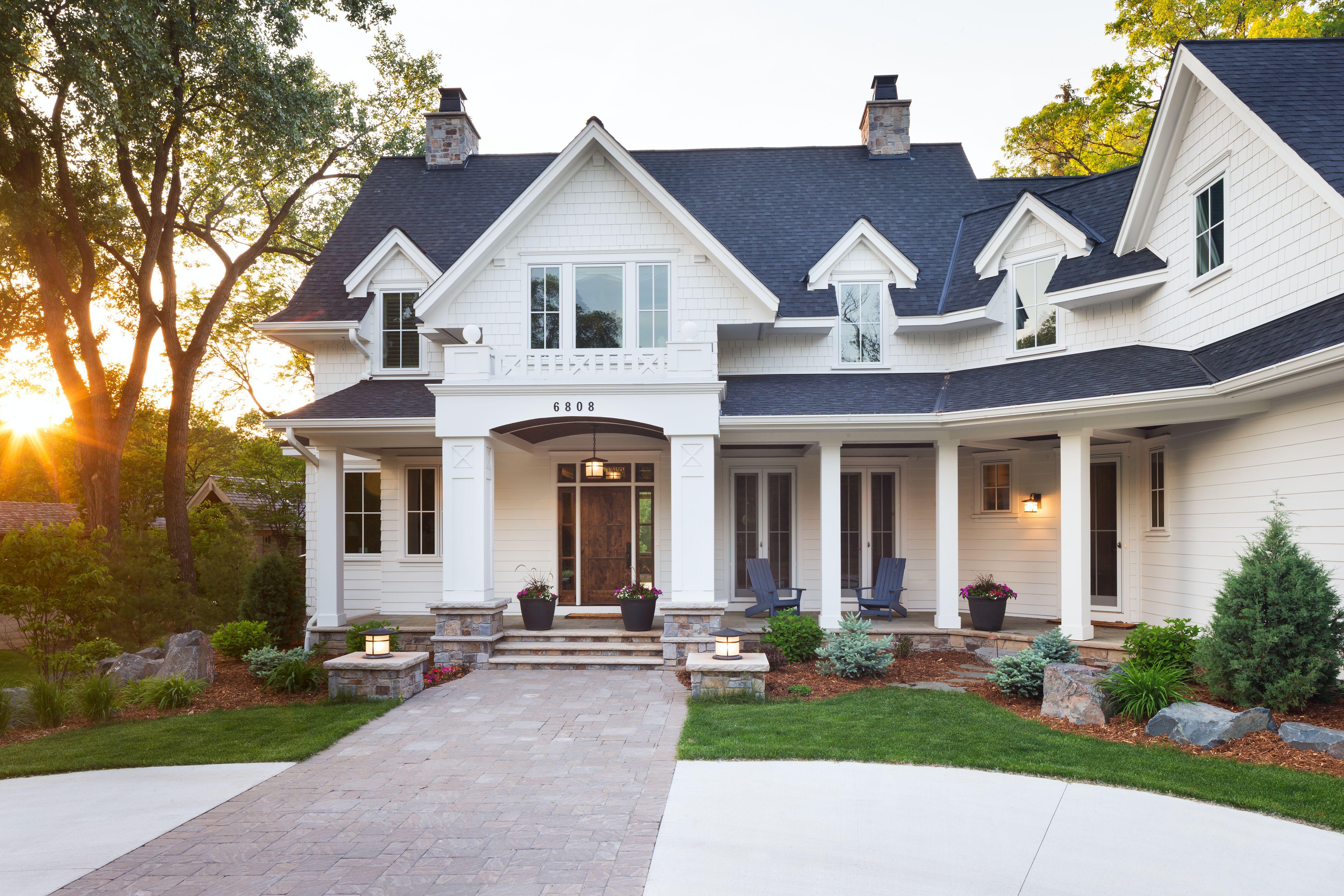 White Traditional Home Great Neighborhood Homes Vneshnij Vid Doma Domashnyaya Moda Dom Budushego