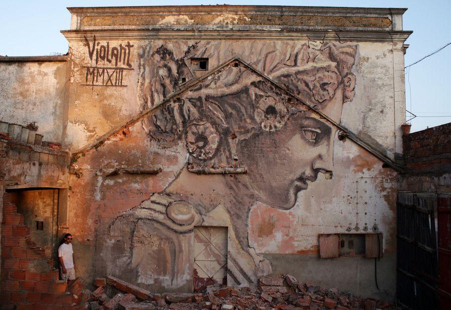 Stunning work by Violant in Portugal (http://globalstreetart.com/violant).